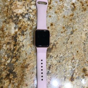 Rose Gold Apple Watch - Series 3 - 38 MM.